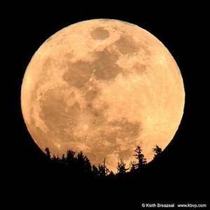 Worm-Moon-Over-the-Sierras_photo_medium